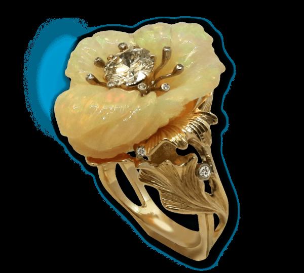 Золотое кольцо с крупным опалом. Ювелир Игорь Орлов